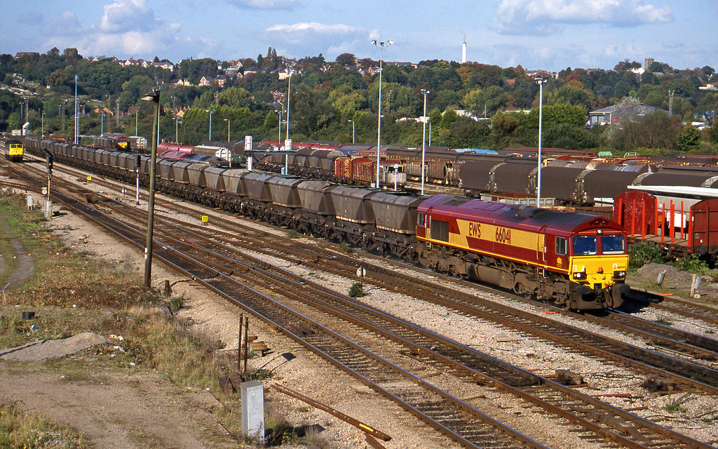 66041,  14.25 Llanwern-Port Talbot Grange Sidings, Newport Alexandra Dock Junction, 12-10-99. 47287, down light; 66087, stabled.