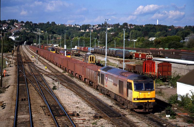 60061, 14.56 Llanwern-Port Talbot, Newport Alexandra Dock Junction, 5-10-99.