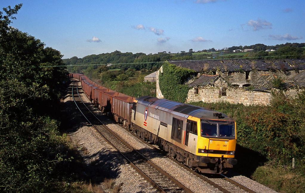 60061, 11.02 Port Talbot-Llanwern, Llangewydd Court Farm, Bridgend, 5-10-99.