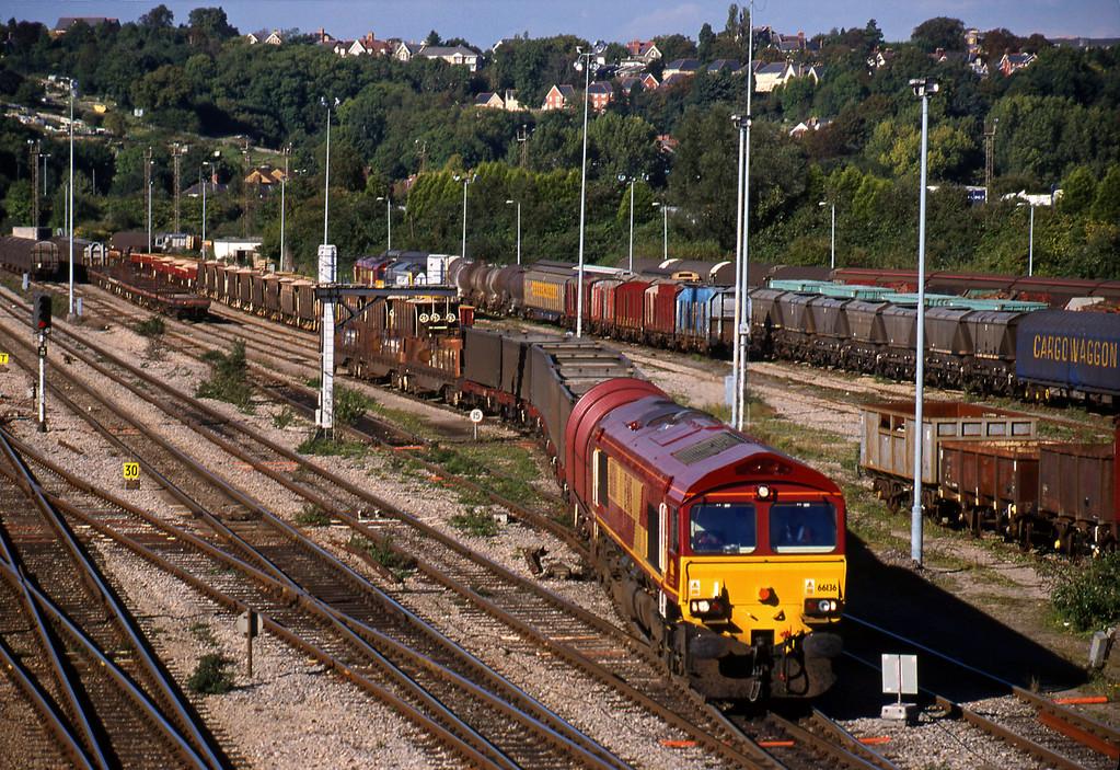 66136, shunting steel empties, Newport Alexandra Dock Junction, 5-10-99.