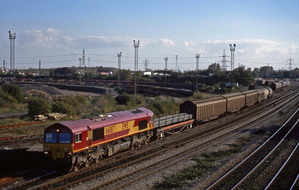 66087, 13.57 Cardiff Canton-Mossend, Newport Alexandra Dock Junction, 12-10-99.