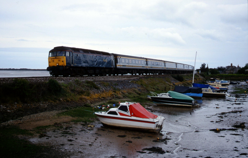 47811, 12.49 Penzance-London Paddington, Cockwood Harbour, near Starcross, 25-4-00.