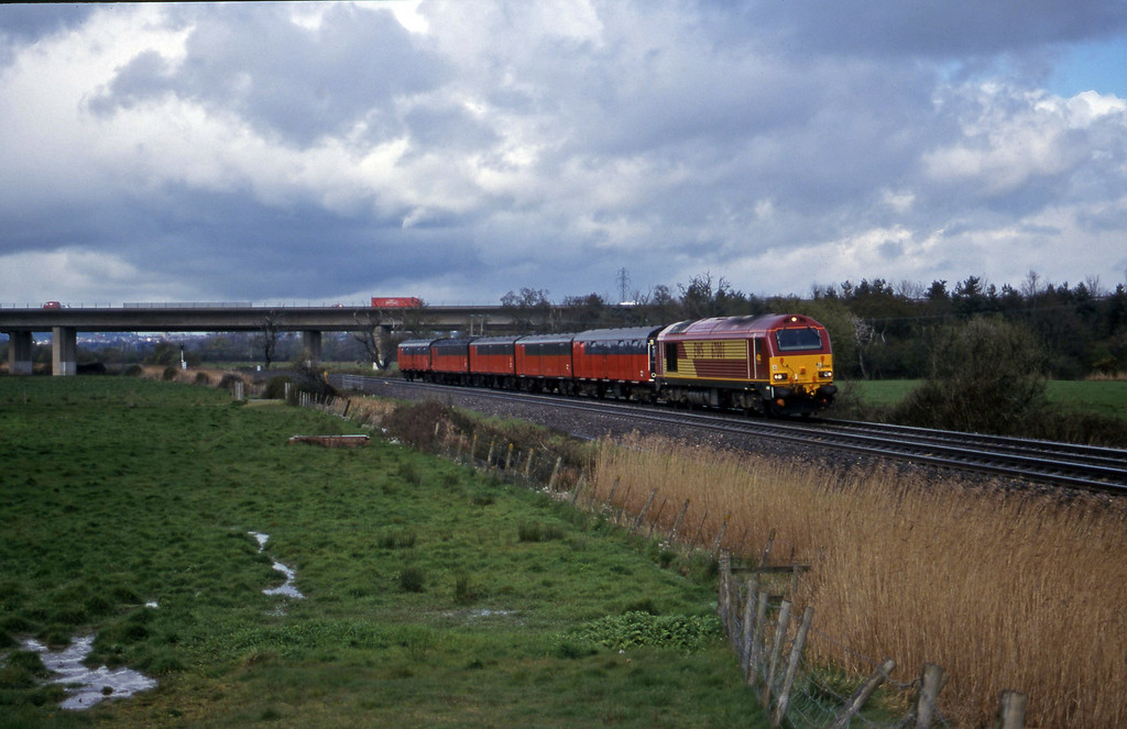 67001, 12.15 Bristol Temple Meads-Plymouth, Exminster, near Exeter, 11-4-00.