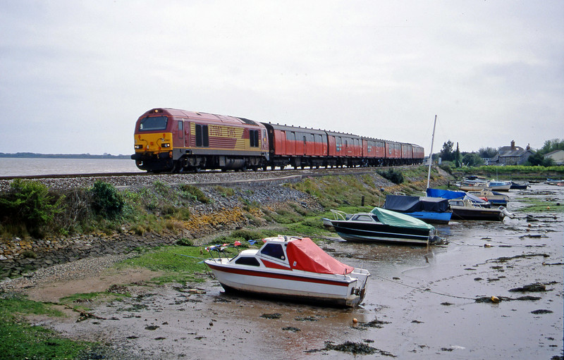 67002, 12.44 Plymouth-Glasgow, Cockwood Harbour, near Starcross, 26-4-00.