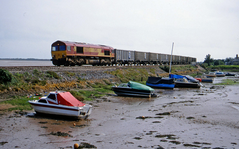 66033, up stone empties, Cockwood Harbour, near Starcross, 26-4-00.