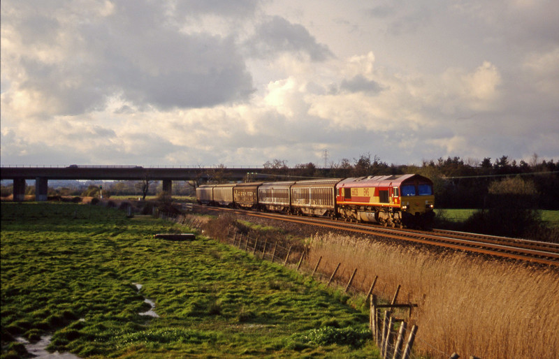 66028, 18.55 Exeter Riverside Yard-St Blazey, Exminster, near Exeter, 11-4-00.