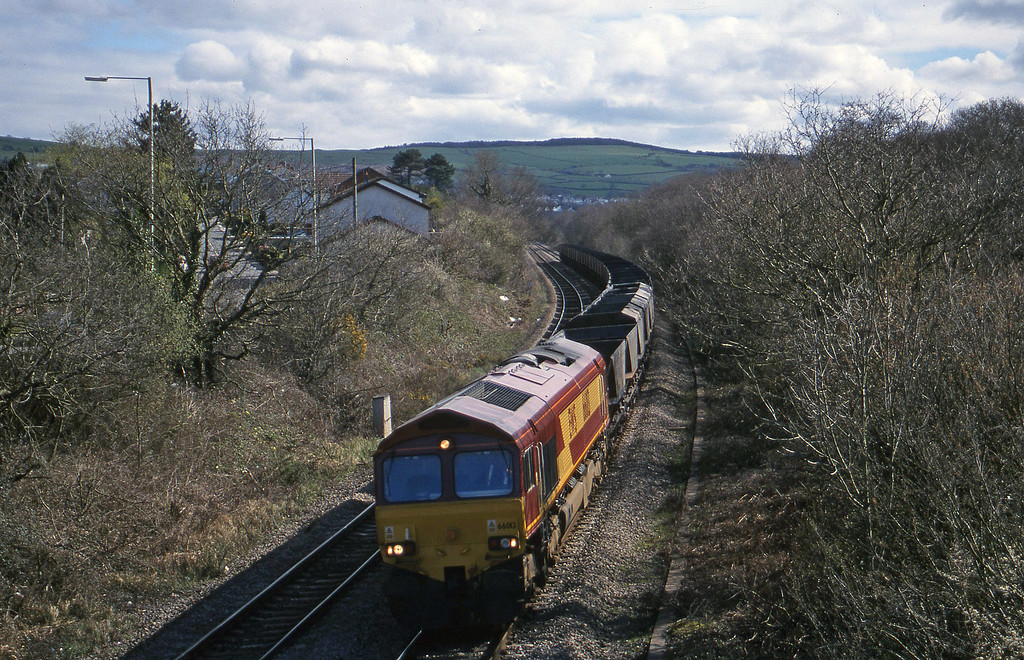 66013, down mgr empties, Brynna, near Bridgend, 5-4-00.