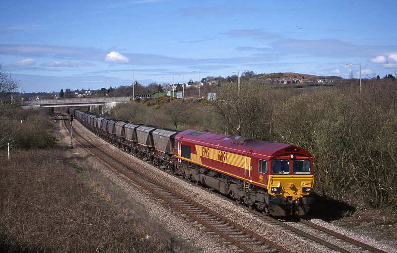 66197, 09.00 Grange Sidings-Llanwern, Brynna, near Bridgend, 5-4-00.