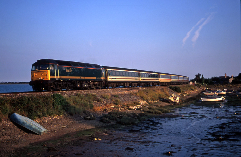 47832, 18.30 Plymouth-London Paddington, Cockwood Harbour, near Starcross, 11-8-00.