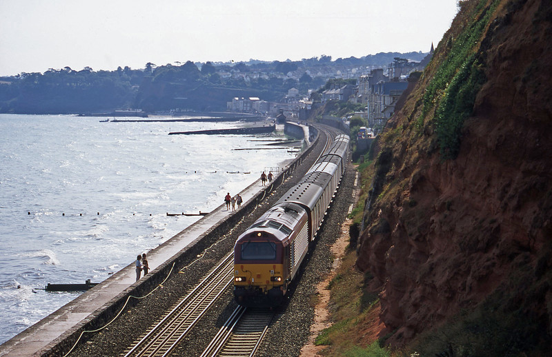 67011, 15.09 Plymouth-Low Fell, Dawlish, 30-8-00.