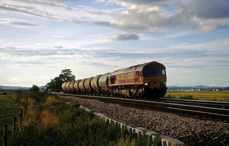 66033, 17.03 Westbury Yard-Plymouth Tavistock Junction Yard, Powderham, near Exeter, 7-8-00.