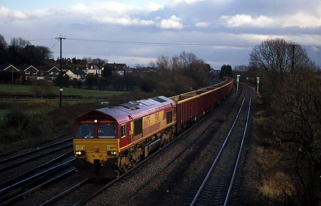 66075, down MBA empties, Magor, 14-12-00.