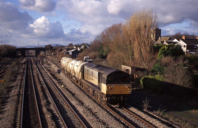58029, 12.12 Newport Alexandra Dock Junction Yard-Westbury, Magor, 14-12-00.