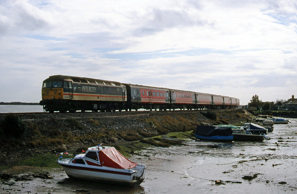 47843, 11.50 Plymouth-Liverpool Lime Street, Cockwood Harbour, near Starcross, 22-2-00.