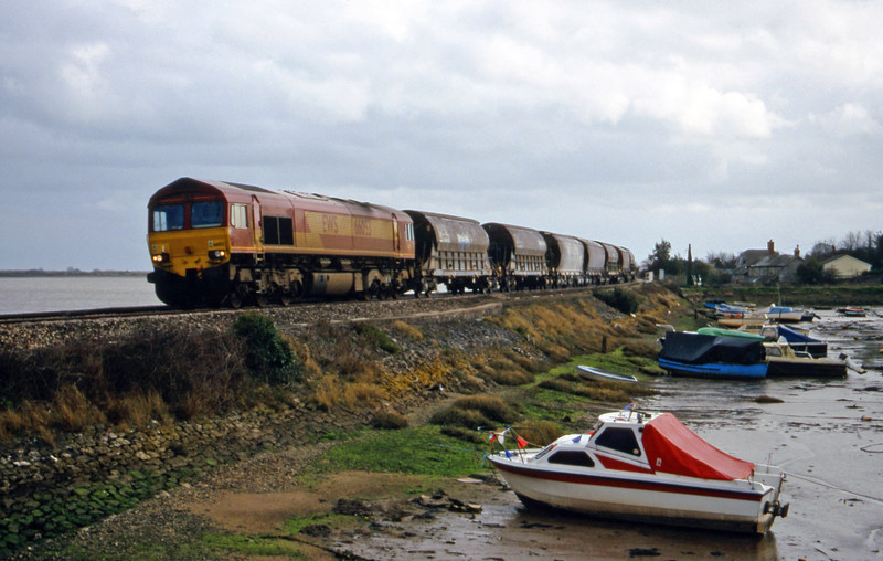 66053, 13.33 St Blazey-Exeter Riverside Yard, Cockwood Harbour, near Starcross, 29-2-00.