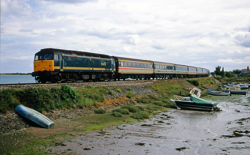 47830, 11.40 Penzance-London Paddington, Cockwood Harbour, near Starcross, 8-7-00.