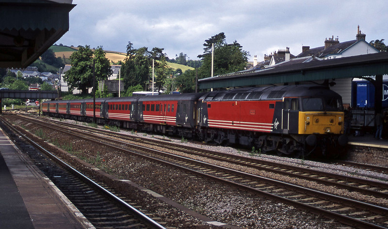 47814, 08.46 Penzance-Manchester Piccadilly, Totnes, 11-7-00.