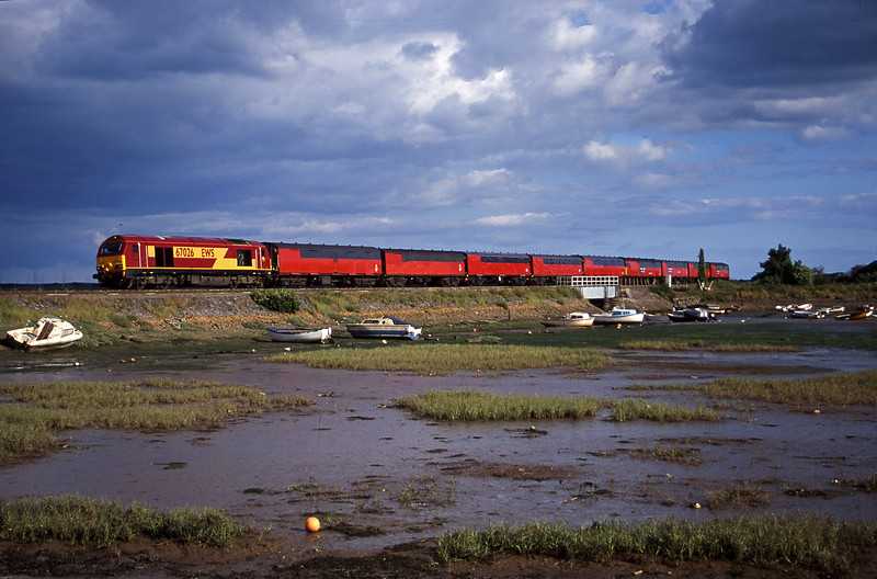 67026, 17.23 Plymouth-Low Fell, Cockwood Harbour, near Starcross, 11-7-00.