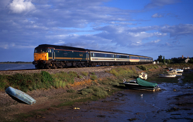 47816, 18.30 Plymouth-London Paddington, Cockwood Harbour, near Starcross, 11-7-00.