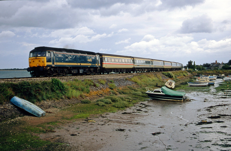 47816, 12.52 Penzance-London Paddington, Cockwood Harbour, near Starcross, 10-7-00.