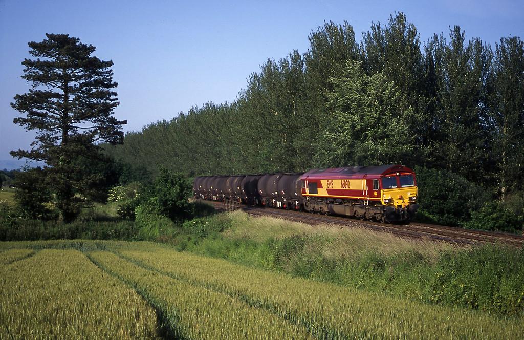 66092, 13.34 Fawley-Plymouth Tavistock Junction Yard, Beambridge, near Wellington, 16-6-00.