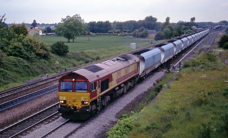 66037, up mgr, Monk Fryston, near Knottingley, 2-6-00.