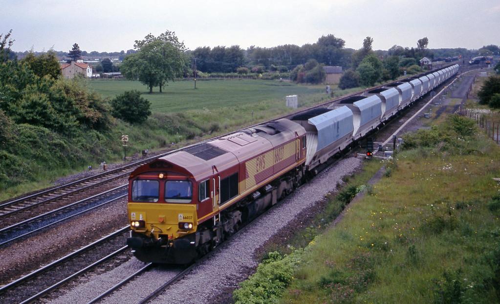 66037, up mgr, Monk Fryston, near Knottingley, 2-6-00.