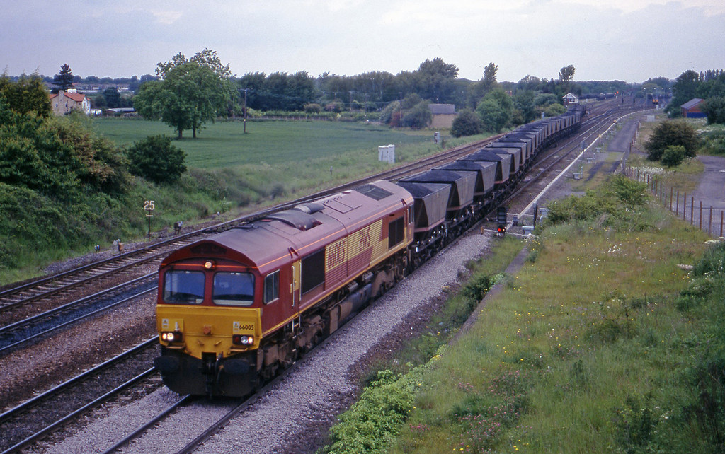 66005, up mgr, Monk Fryston, near Knottingley, 2-6-00.