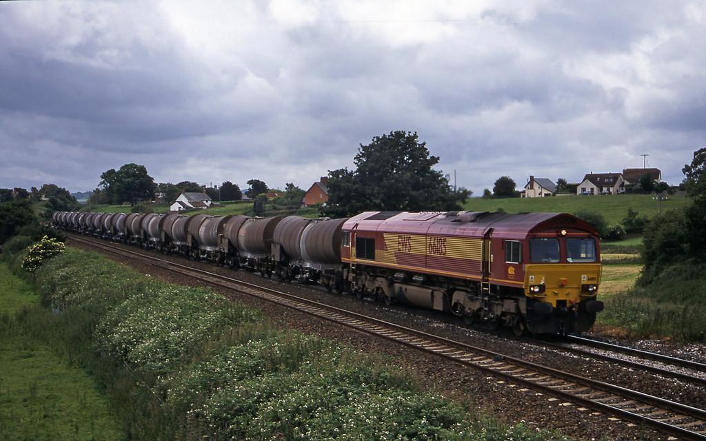 66185, 09.40 Burngullow-Irvine, Rewe, near Exeter, 21-6-00.