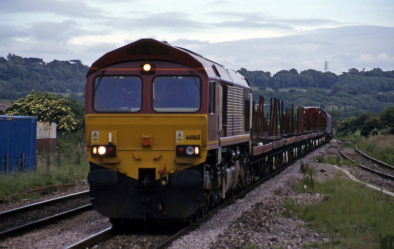 66168, 10.35 Purfleet-Cardiff Tidal, Pilning, 13-6-00.