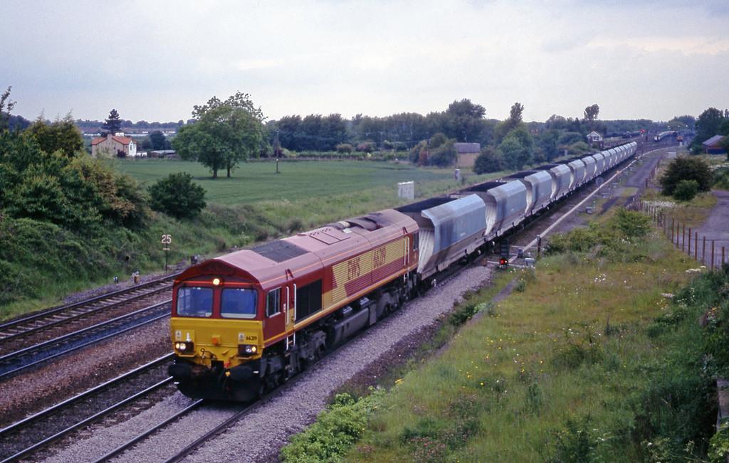 66219, up mgr, Monk Fryston, near Knottingley, 2-6-00.