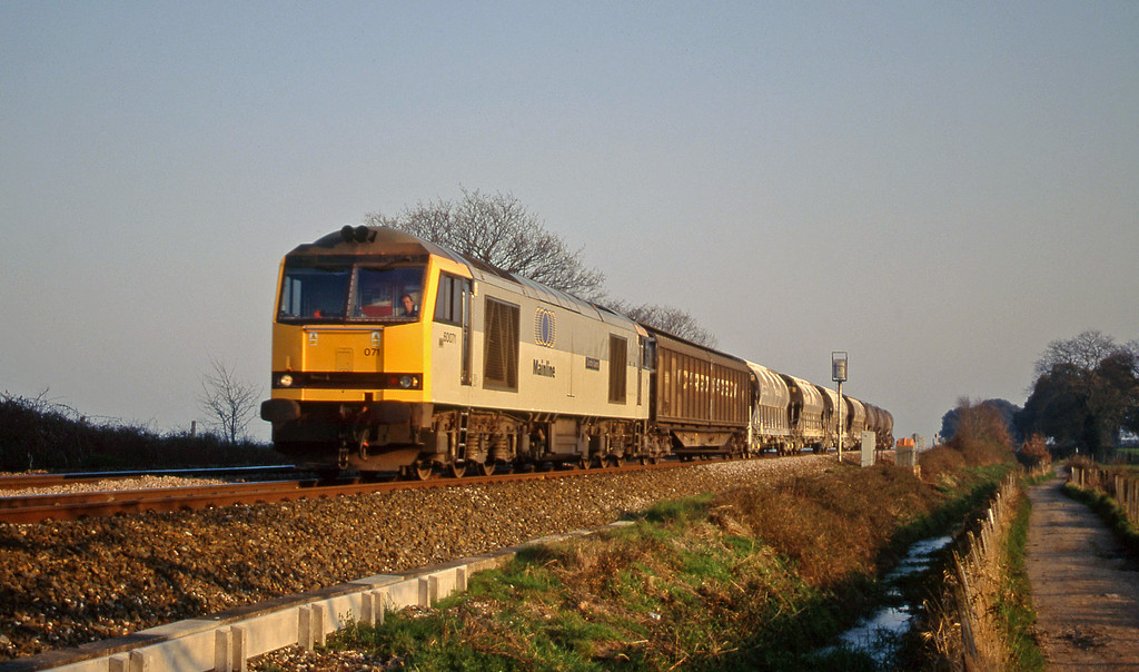 60071, 13.33 St Blazey-Exeter Riverside Yard, Powderham, near Exeter, 21-3-00.