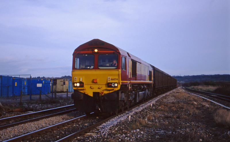 66074, 16.04 Avonmouth-Warrington Arpley, Pilning, 14-3-00.