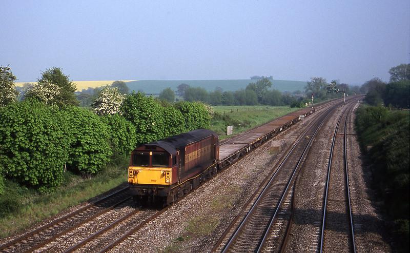58037, 15.19 Eastleigh-Mossend, South Moreton, near Didcot, 9-5-00.