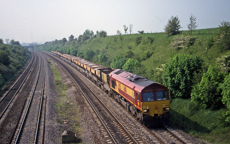 66110, 12.30 Bristol East Dewpot-Hayes, South Moreton, near Didcot, 9-5-00.
