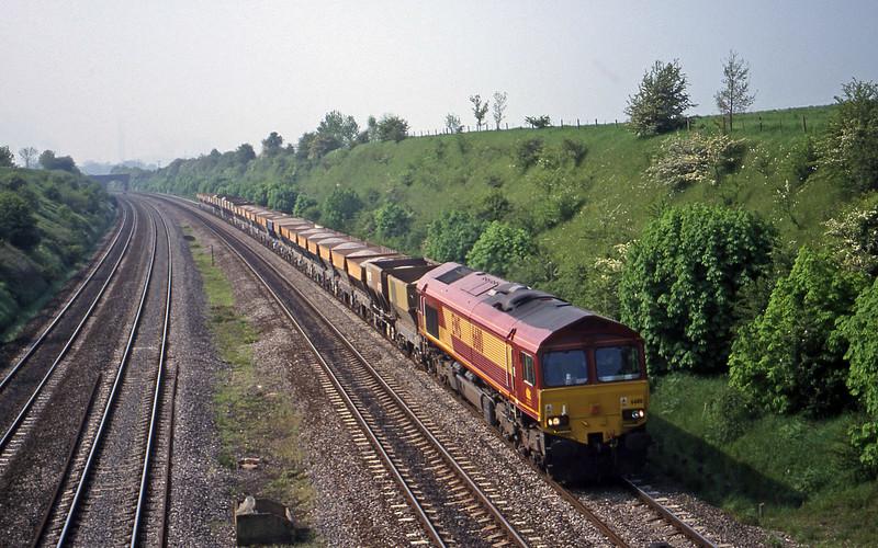 66110, 12.30 Bristol East Dewpot-Hayes, South Moreton, near Didcot, 9-5-00.