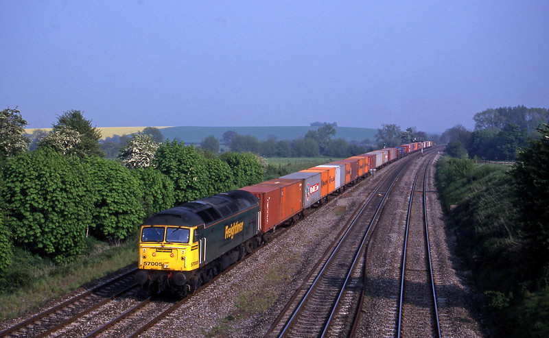 57005, 15.13 Southampton Milbrook-Coatbridge, South Moreton, near Didcot, 9-5-00.