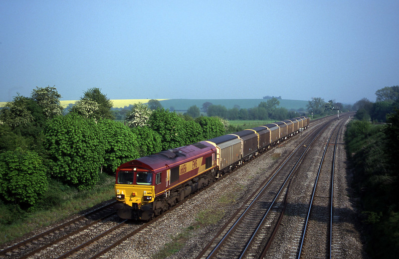 66156, 14.51 Eastleigh Yard-Didcot Yard, South Moreton, near Didcot, 9-5-00.