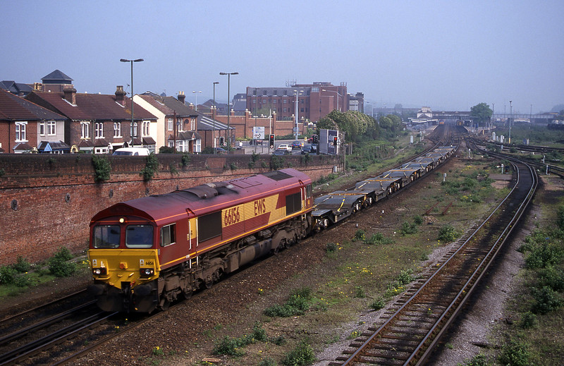 66156, down MoD flats, Eastleigh, 9-5-00.