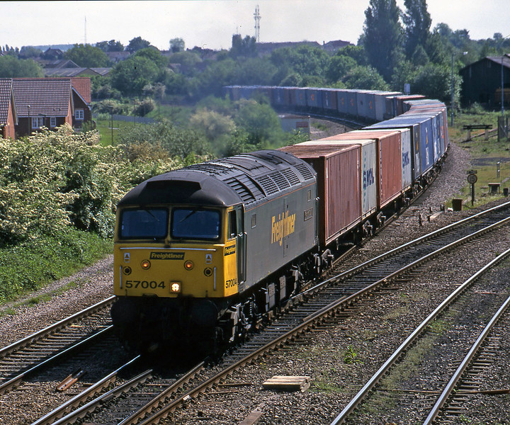 57004, 12.31 Southampton-Leeds, Didcot North Junction, 16-5-00.