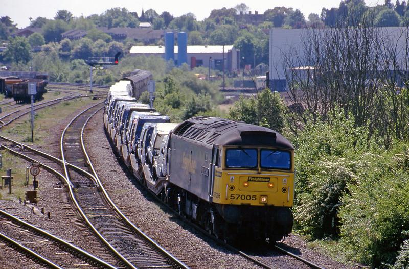 57005, down vans, Didcot North Junction, 16-5-00.