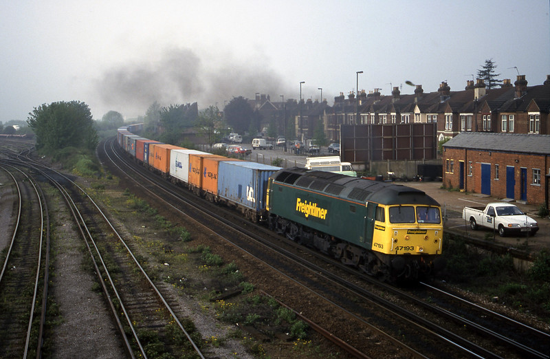 47193, 07.38 Southampton-Crewe Basford Hall, Eastleigh, 9-5-00.