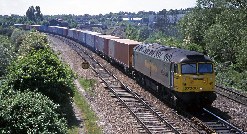 57006, 10.52 Southampton-Birmingham Lawley Street, Didcot North Junction, 16-5-00.
