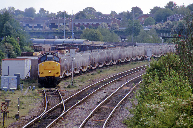 37401, down Cartics, Didcot North Junction, 16-5-00.