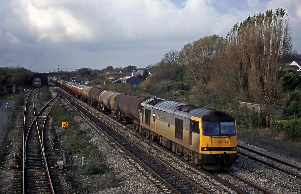 60069, 05.36 Robeston-Westerleigh, Magor, 14-11-00.