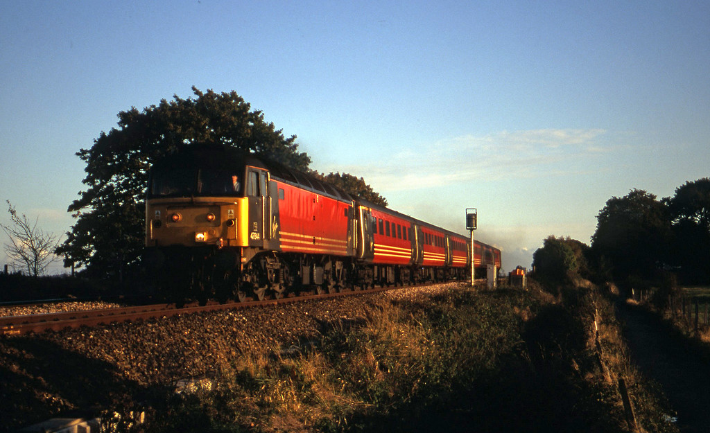 47844, 15.55 Plymouth-Leeds, Powderham, near Exeter, 19-10-00 (late)