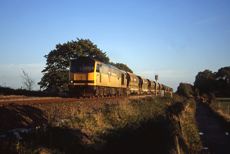 60082, 16.55 St Blazey-Cliffe Vale, Exminster, near Exeter, 13-10-00.