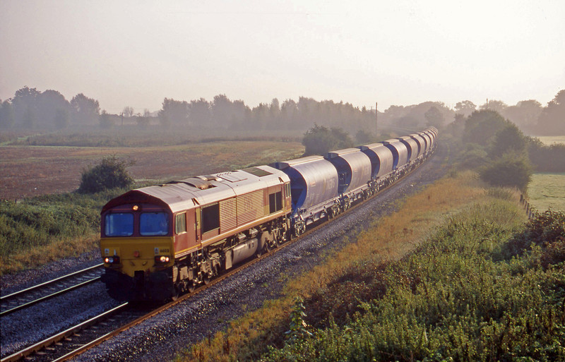 66031, 03.00 Dollands Moor-Exeter Riversdie Yard, Creech St Michael, near Taunton, 11-9-00.