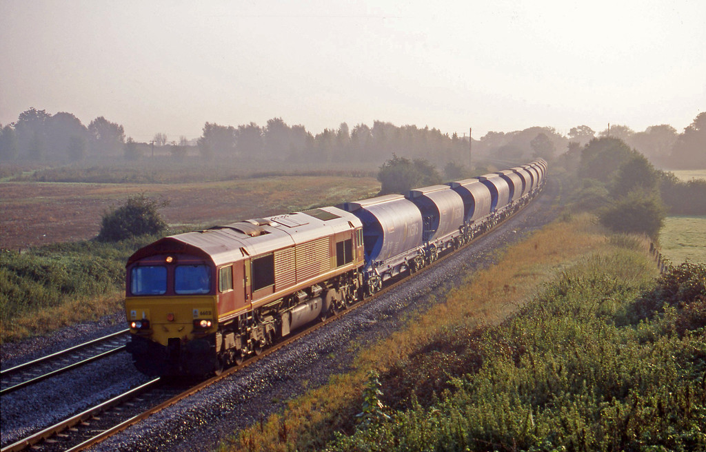 66031, 03.00 Dollands Moor-Exeter Riversdie Yard, Creech St Michael, near Taunton, 11-9-00.