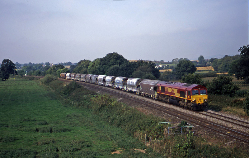 66031, 10.16 Exeter Riverside Yard-Dollands Moor, Silverton, near Exeter, 11-9-00.